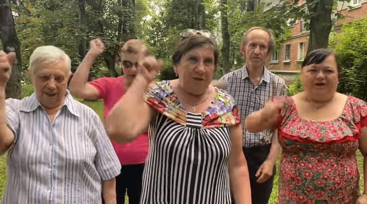 Фото №1 - «Это же ужас какой-то!»: активисты «Отрядов Путина» требуют освободить Бритни Спирс (видео прилагается)