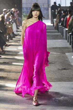Фото №26 - Полный гид по самым модным платьям для весны и лета 2021