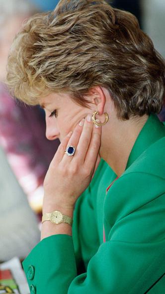 Фото №3 - Диана или Камилла: чье помолвочное кольцо дороже
