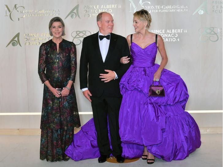 Фото №2 - С кем князь Альбер II посетил главное ежегодное событие Монако (спойлер— это снова не княгиня Шарлен)
