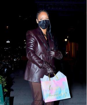 Фото №1 - Никто не носит кожаные и прозрачные вещи так изящно и провокационно, как это делает Рианна