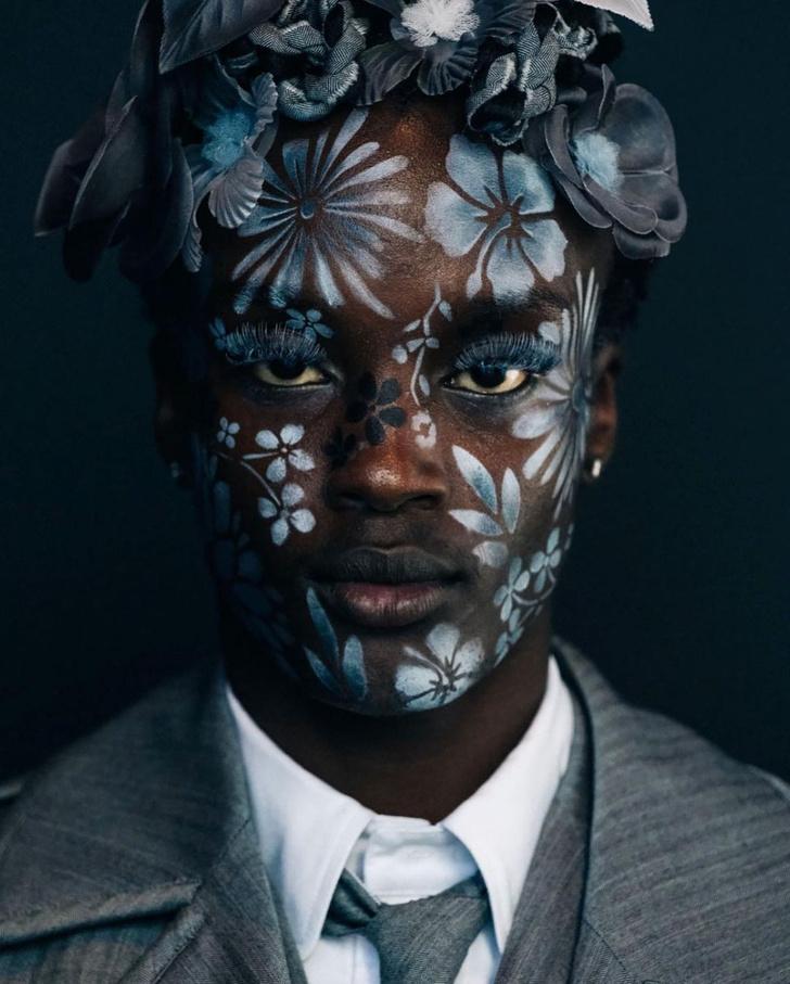 Фото №3 - Как расписать лицо цветами по трафарету: показывает визажист Исамая Френч на шоу Thom Browne SS/22