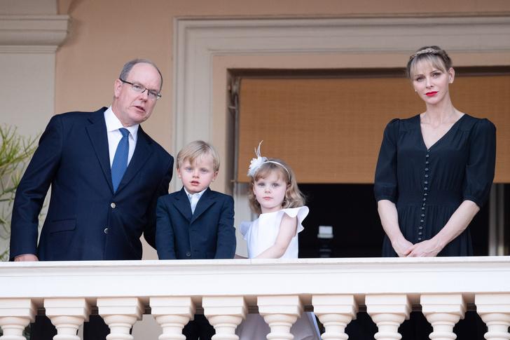 Фото №2 - Королевы и принцессы, которые родили первенцев только после 30 лет