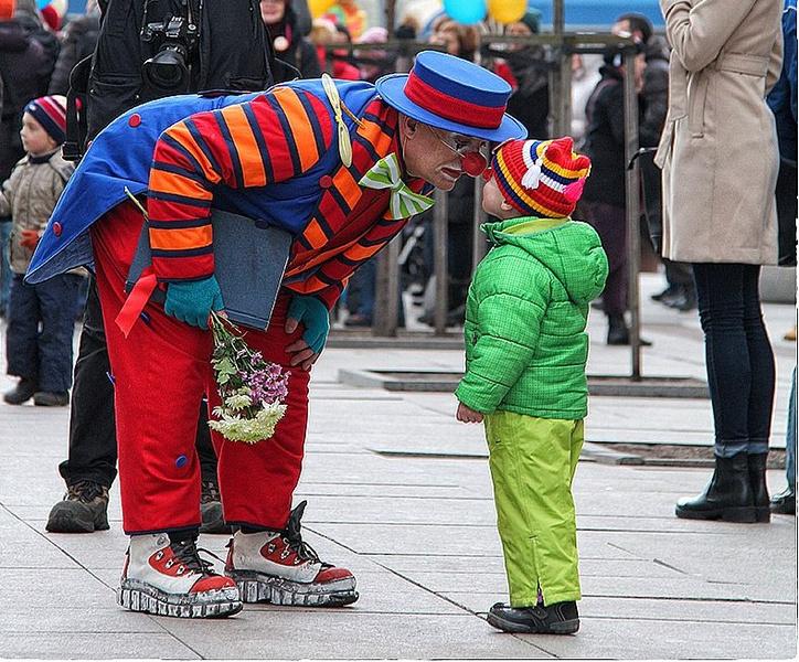Фото №1 - 5 мест в Петербурге, где можно от души посмеяться