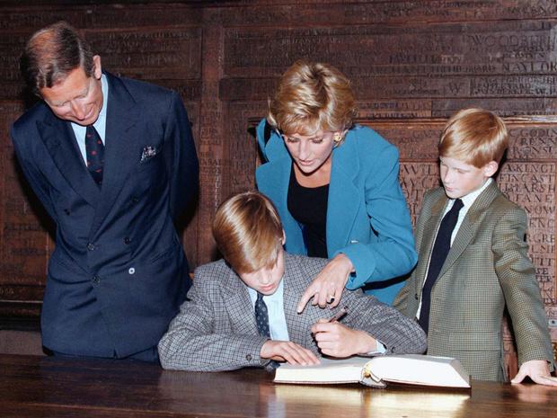 Фото №12 - 15 трогательных фото, доказывающих, что Уильям и Гарри были действительно близки
