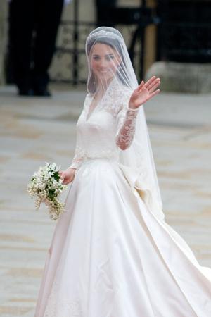 Фото №33 - Гардероб на миллион: самые дорогие наряды герцогини Кейт