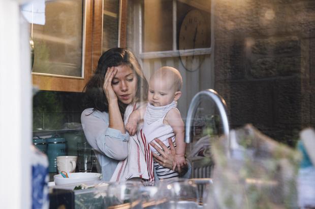 Фото №1 - «Она может длиться годами»: 5 фактов о послеродовой депрессии от Лабковского