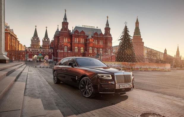 Фото №1 - Rolls-Royce Ghost: пространство, антивирус, 3D-технологии и… шампанское!