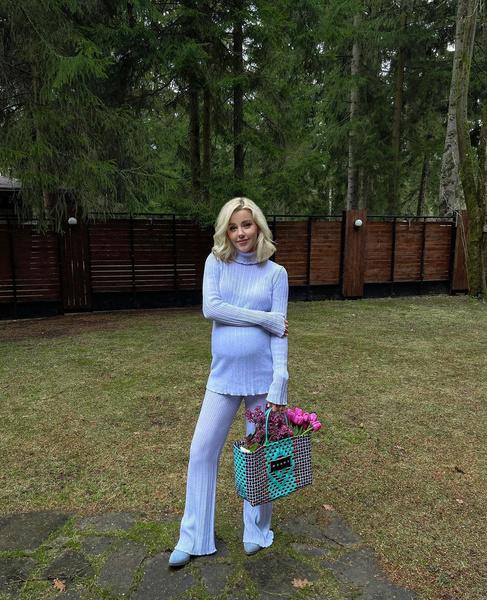 Юлианна Караулова песни муж инстаграм беременна
