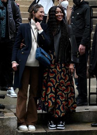 Фото №3 - Легенды подиума и королевы стритстайла: Кристи Тарлингтон и Наоми Кэмпбелл после показа Fendi Couture