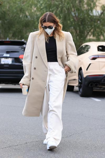 Фото №1 - Как собрать стильный лук не напрягаясь: модная идея от Хейли Бибер