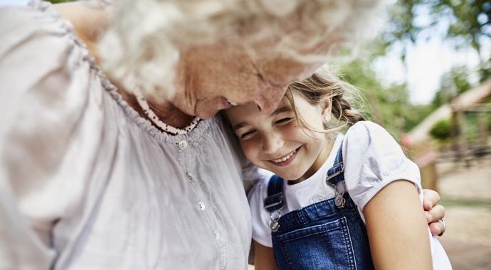 Все бабушки делают это: почему старшее поколение балует внуков?