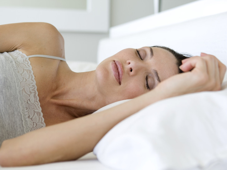 Фото №2 - Сигналы тела: о чем говорит поза, в которой вы спите