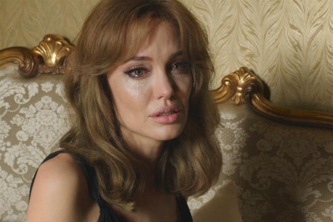 Фото №1 - В шаге от развода: Джоли получила единоличную опеку над детьми