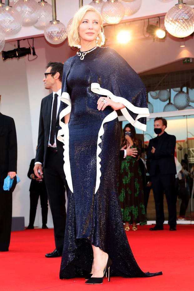 Фото №3 - Нарушая запреты: все образы Кейт Бланшетт на Венецианском кинофестивале