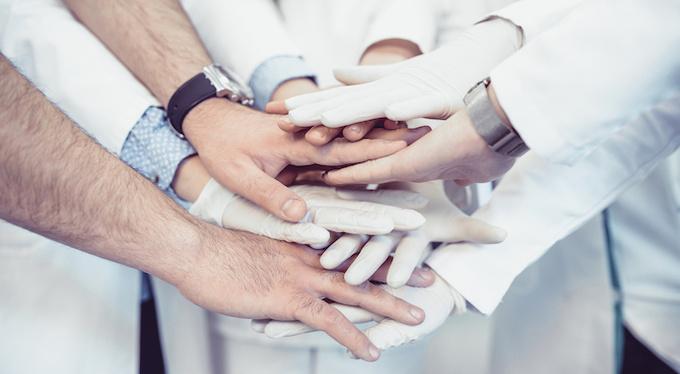 Всем миром: почему нам важно помогать другим
