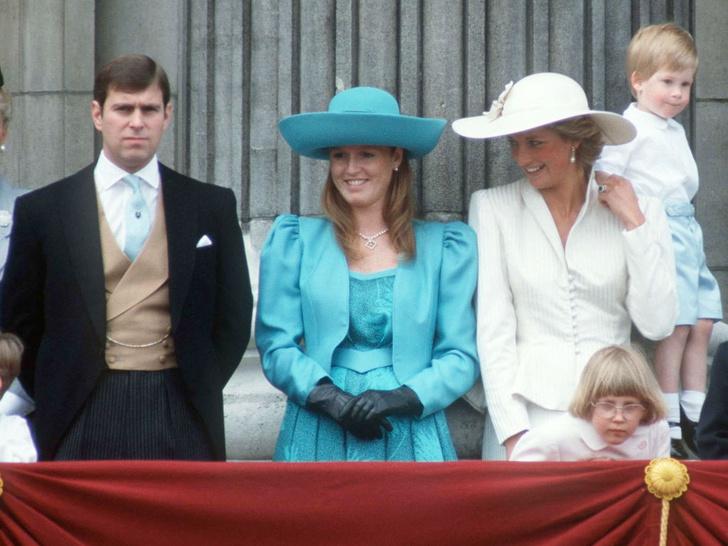 Фото №3 - Выгодная дружба: как Сара Фергюсон зарабатывает на принцессе Диане после ее смерти