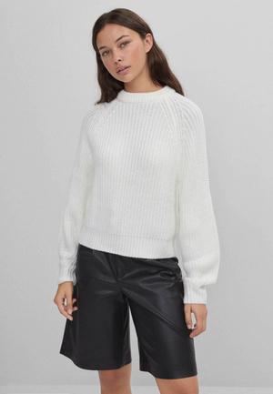 Фото №3 - 5 классных свитеров как у Селены Гомес