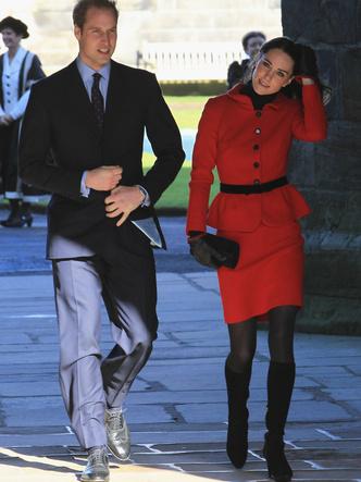 Фото №12 - До свадьбы и стилиста: какими были официальные выходы Кейт в статусе подруги принца