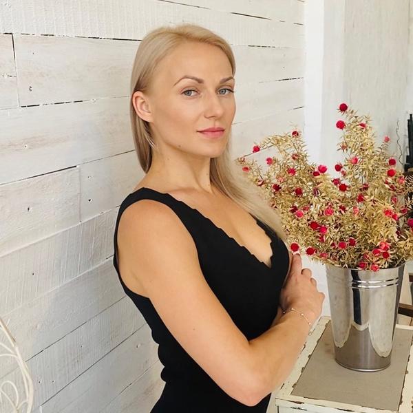 Фото №1 - Звезда «Закрытой школы» Валерия Минина вышла замуж