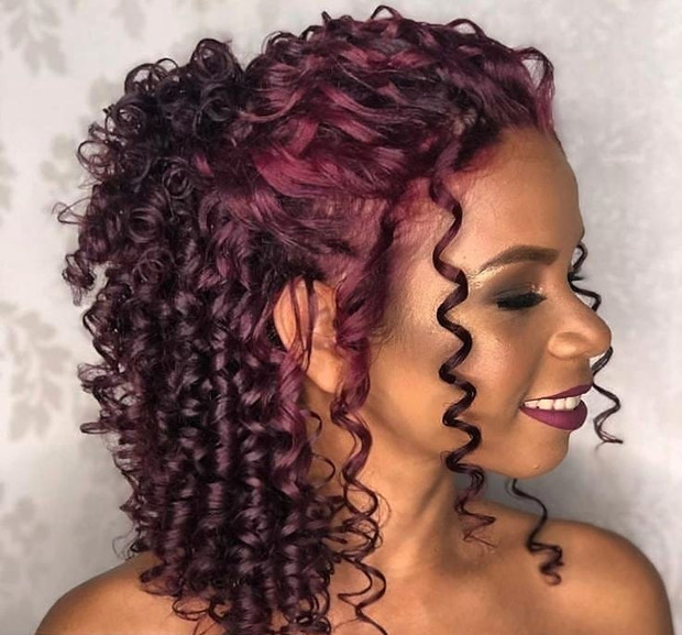 Фото №6 - Прически для кудрявых волос: 8 стильных вариантов для праздника и на каждый день