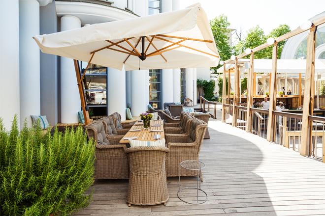 Фото №1 - Как в Европе! 5 ресторанов с открытой верандой