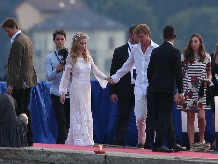 Фото №5 - После венчания: вторые свадебные платья королевских невест
