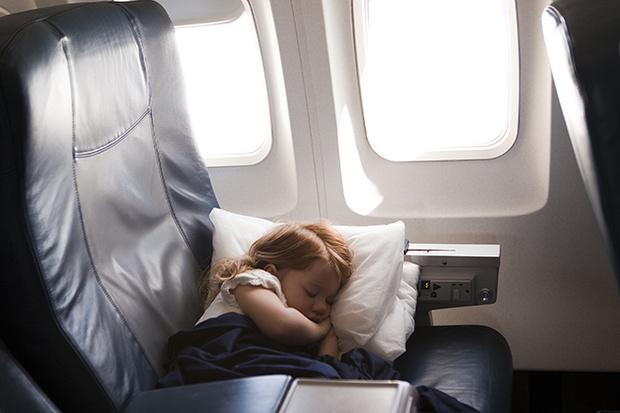 Фото №5 - 10 способов занять малыша в самолете