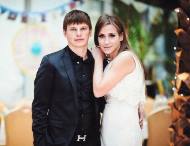 Фото №1 - Свадьбы не будет! Звезды, гражданский брак которых так и не стал официальным