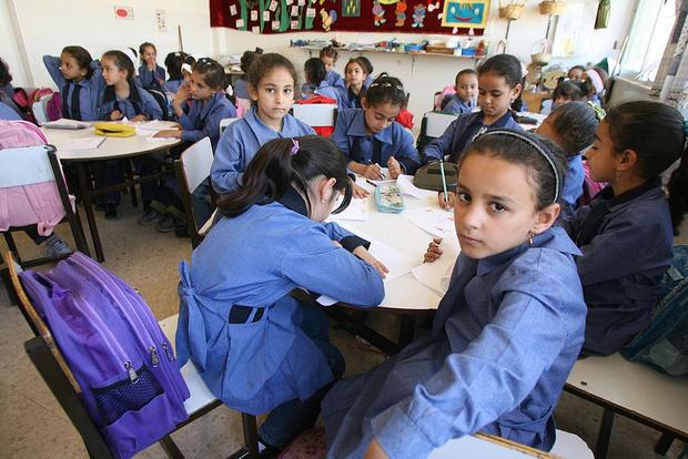 Фото №9 - От шорт до халата: как выглядит школьная форма в разных странах