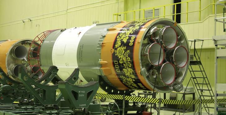 Фото №2 - Вот как выглядит ракета-носитель «Союз», расписанная под хохлому
