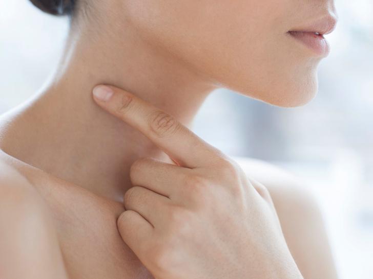 Фото №1 - «Кольца Венеры»: как избавиться от морщин и складок на шее