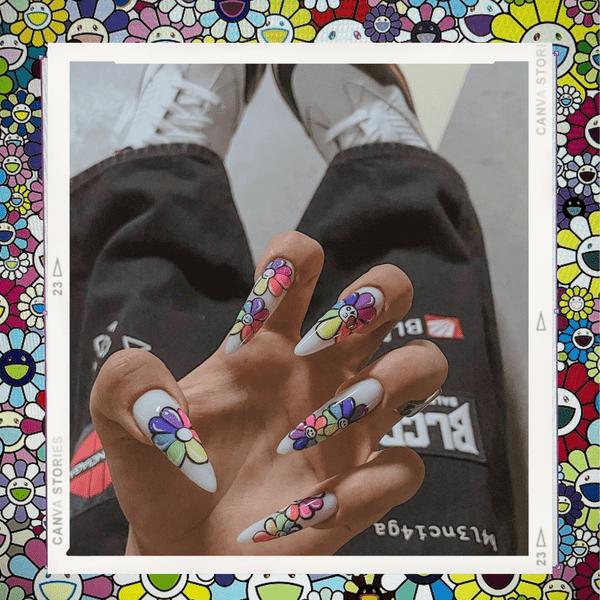 Фото №1 - Современное искусство на ногтях: Дина Саева показала яркий маникюр в японском стиле 🌻