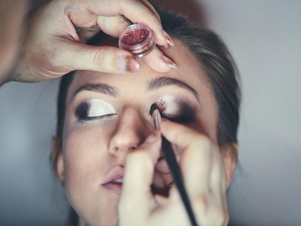 Фото №5 - «Стеклянные» smoky eyes: как повторить самый модный макияж этой зимы