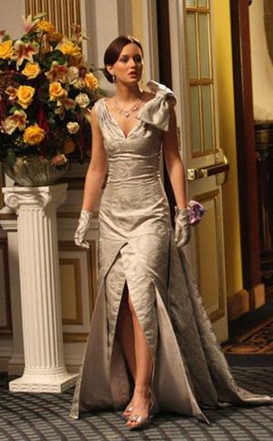 Фото №6 - 10 лучших платьев Блэр Уолдорф из сериала «Сплетница»