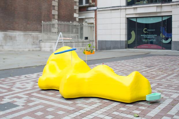 Фото №3 - Дизайнерские скамейки украсили улицы Лондона