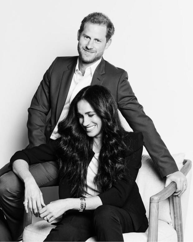 Фото №1 - Дареное не дарят: как Меган Маркл и принц Гарри вновь расстроили королеву