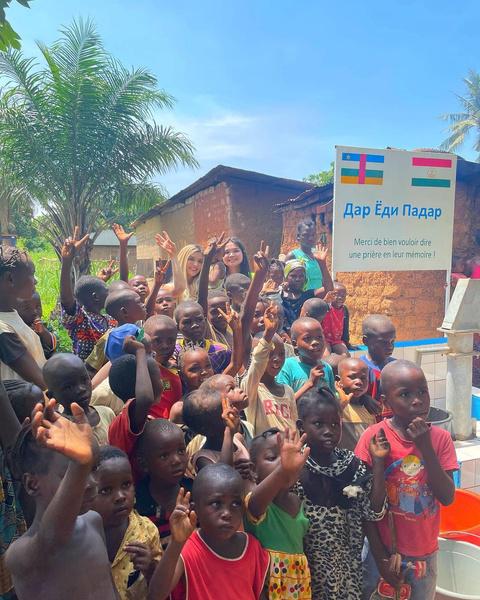 Фото №1 - Дина Саева построила в Африке колодец в память об отце