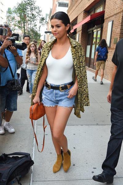 Фото №20 - Почему стало модно ходить без бюстгальтера