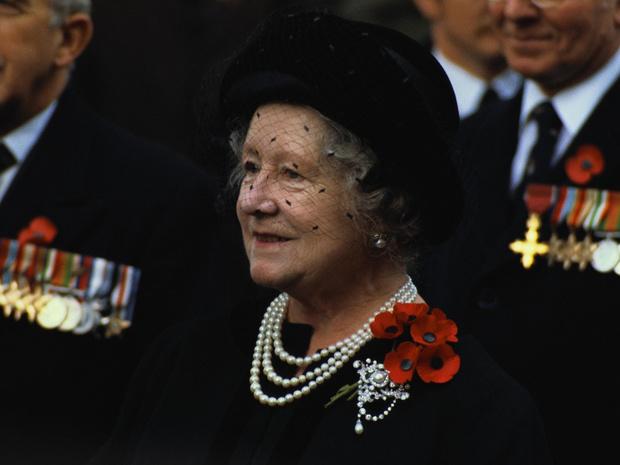 Фото №1 - Трагическое совпадение: почему королеве-матери пришлось увидеть «свои собственные похороны»