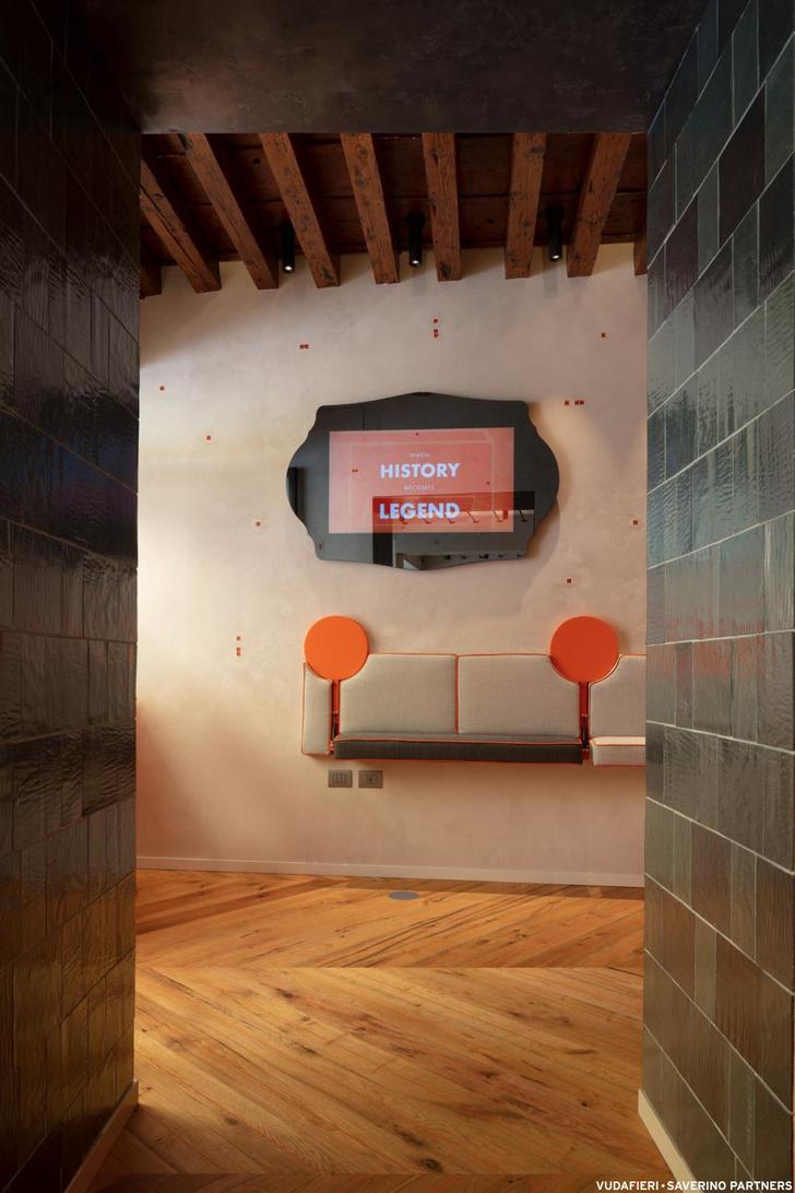 Фото №4 - Новый бар Aperol в Венеции по проекту Vudafieri-Saverino Partners