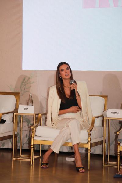 Фото №3 - О вдохновении, моде, экологии: Алессандра Амбросио раскрыла свои секреты в Москве
