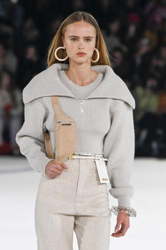 Фото №2 - Свитер с молнией: как носить самый модный джемпер из 90-х
