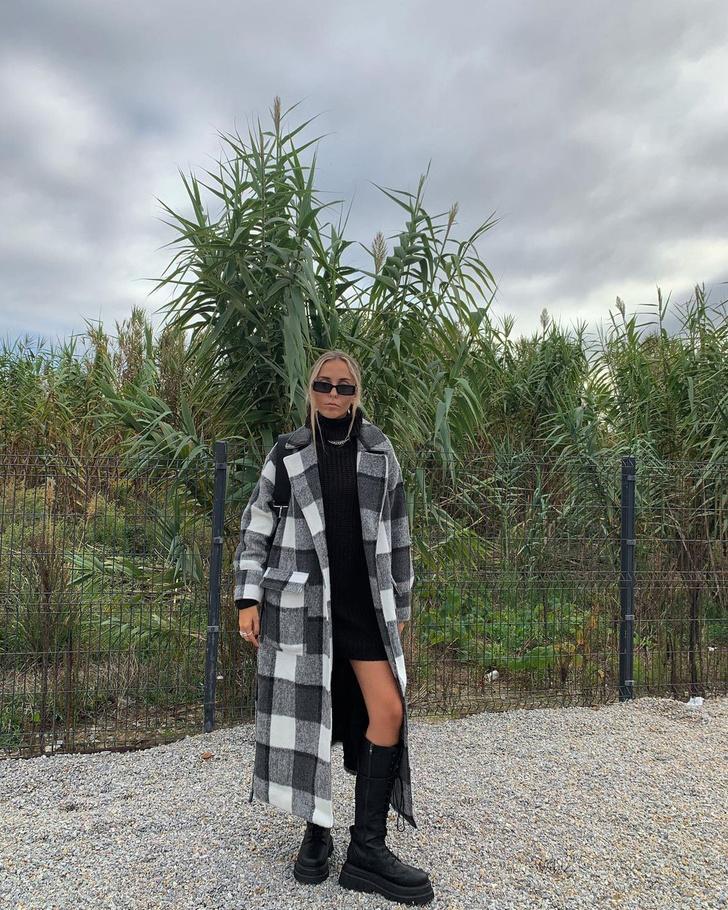 Фото №1 - Высокие сапоги на шнуровке + пальто в клетку: лаконичный образ стилиста Софии Коэльо