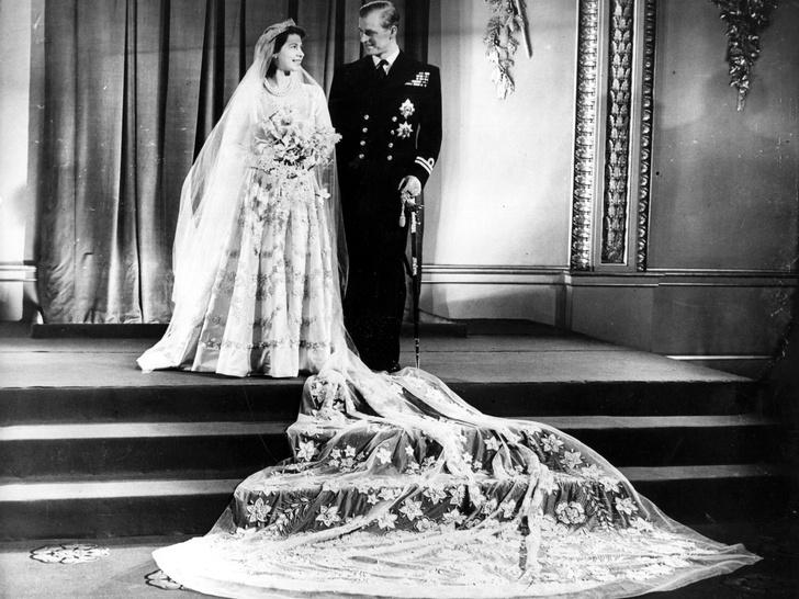 Фото №2 - От Елизаветы до Летиции: секретные детали свадебных платьев принцесс и герцогинь