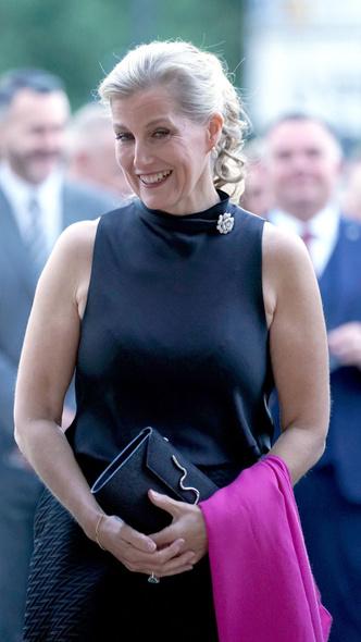 Фото №4 - Как серьезно нарушить протокол и всех покорить: модный рецепт от любимой невестки Королевы
