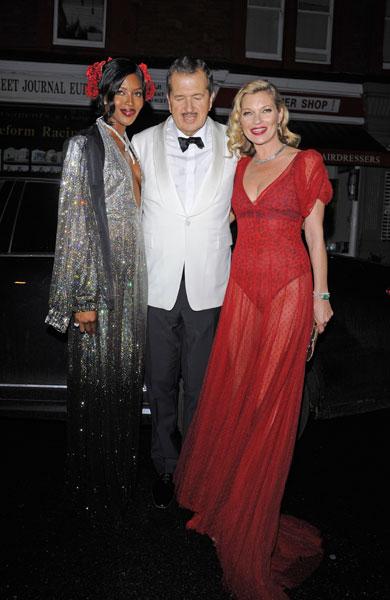 Фото №1 - Стиль звезд: Кейт Мосс в прозрачном платье