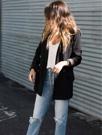 Фото №2 - Блейзеры, тренчи, пуховики: какая верхняя одежда в тренде этой осенью