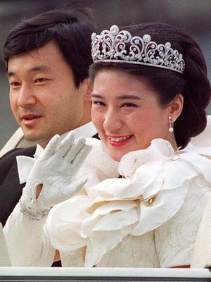 Фото №7 - Невеста на миллион: 7 самых дорогих свадебных платьев королевских особ
