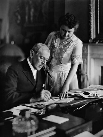 Фото №2 - 4 неочевидные причины, почему Первые леди влиятельнее президентов